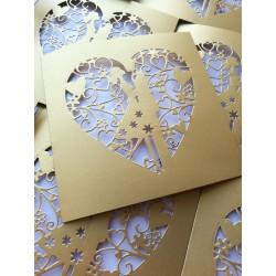 Ażurowe zaproszenia ślubne Para Młoda w sercu z kopertą